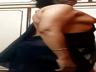 Indian Aunty Dropping Saree